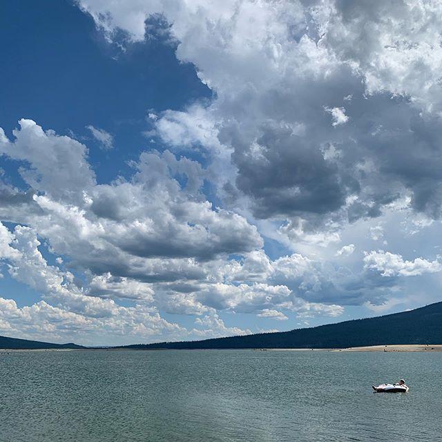 Today didn't suck. #wickiupreservoir #lapineoregon #lakelife #swartzfamilyroadtrip19 #sandiegotobend #westcoastisthebestcoast