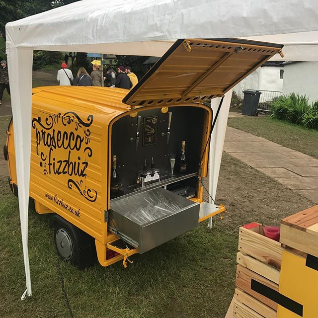 Sunday is Funday @kelburnparties with plenary of glasses of Fizz and Fizz cocktails with @theginbothy Gin to go around. Come and get your drink on!!!! #prossecco #proseccovan #fizzbuz #ginandproseccococktails #festival #kelburngardenparty