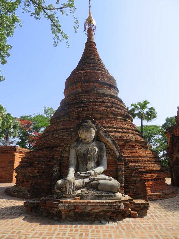 Temple ruins in Inwe