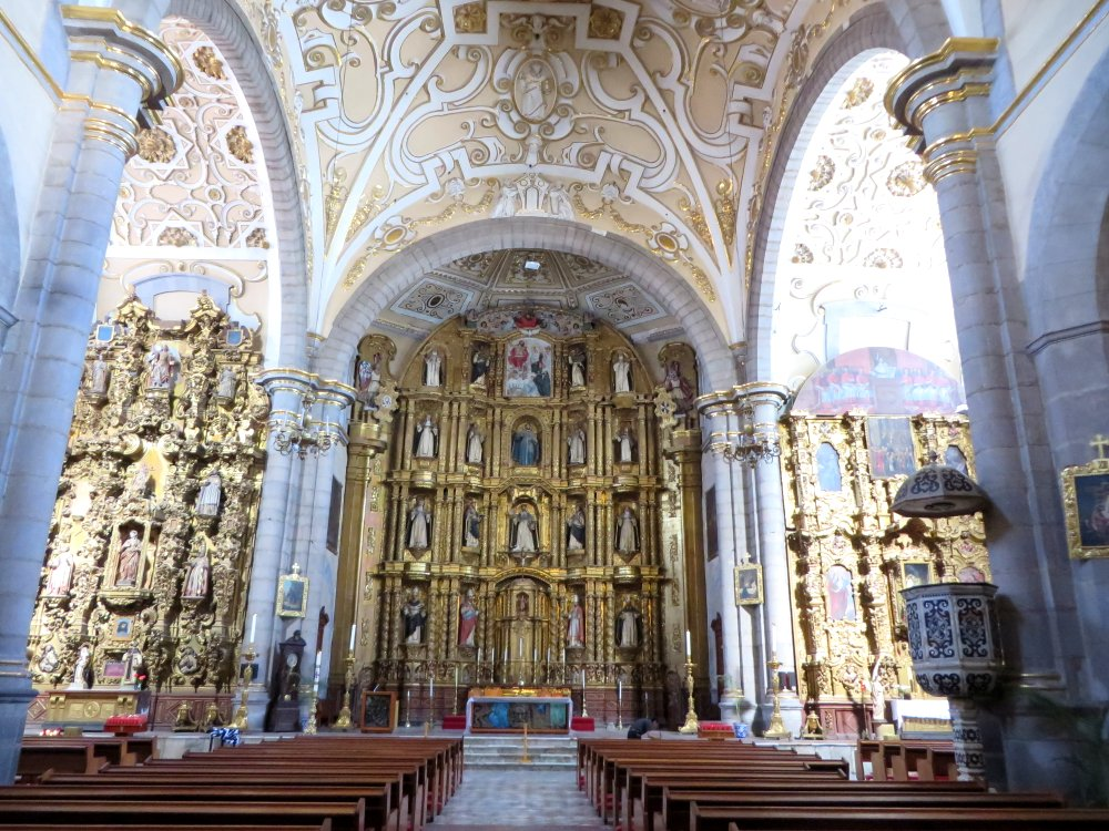 But inside the Iglesia de Santo Domingo is stunning.  And this is nothing compared to the chapel
