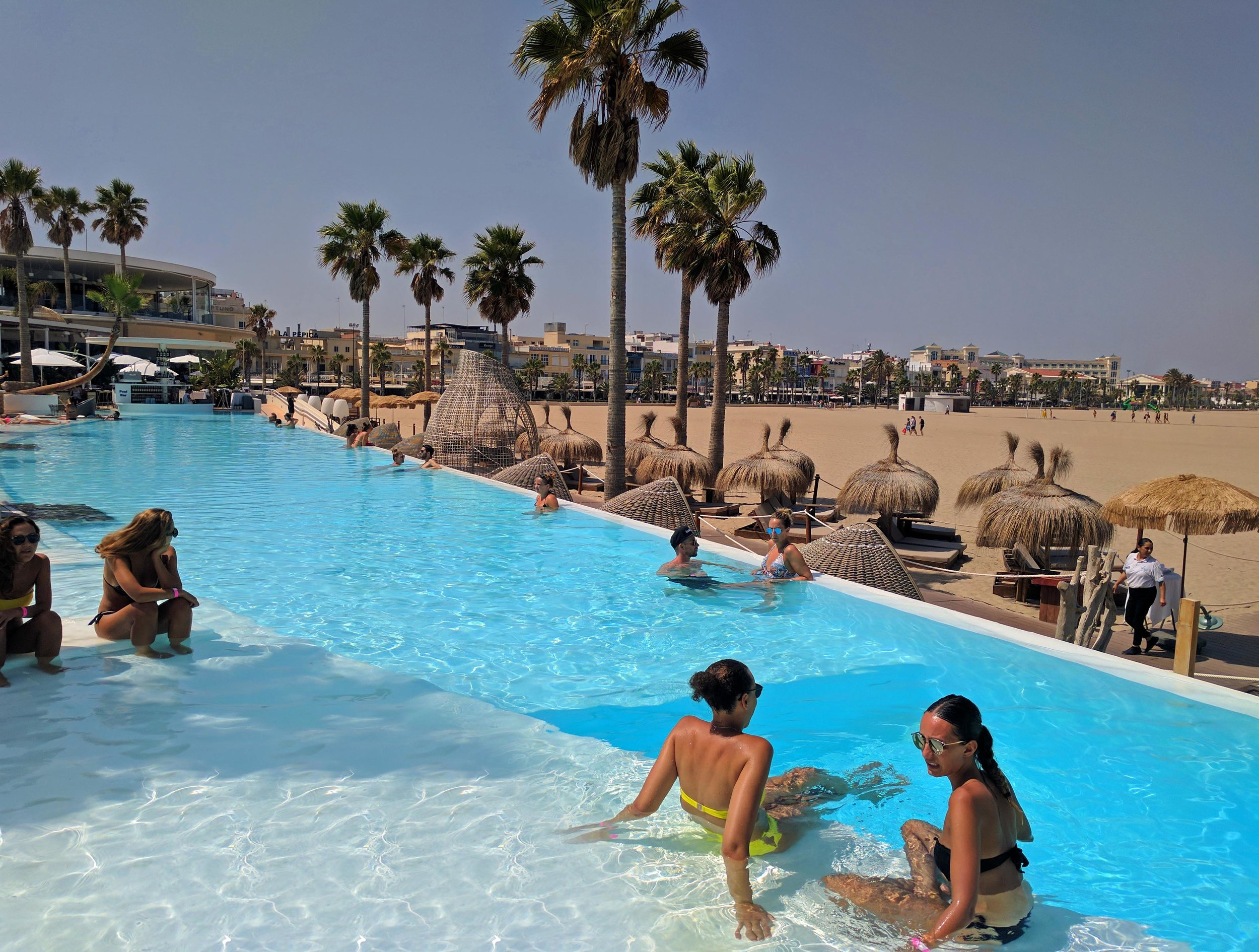A nice day off at the Marina Beach Club in Valencia
