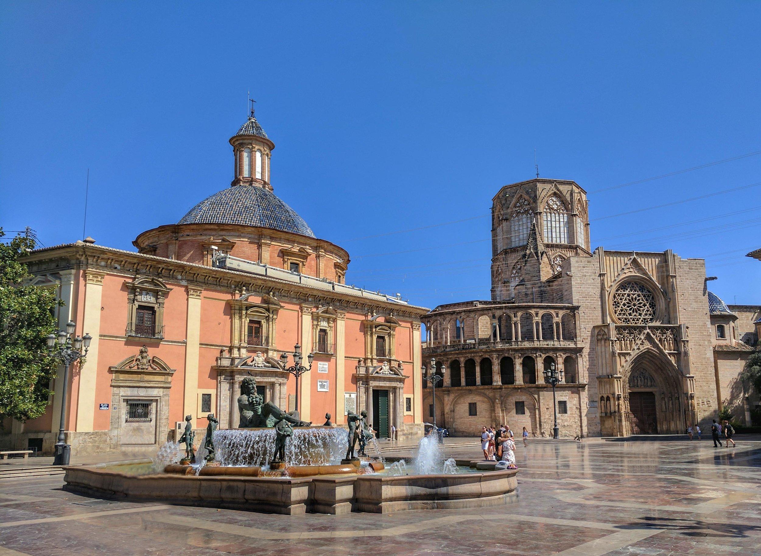The gorgeous heart of old town:Plaza de la Virgen