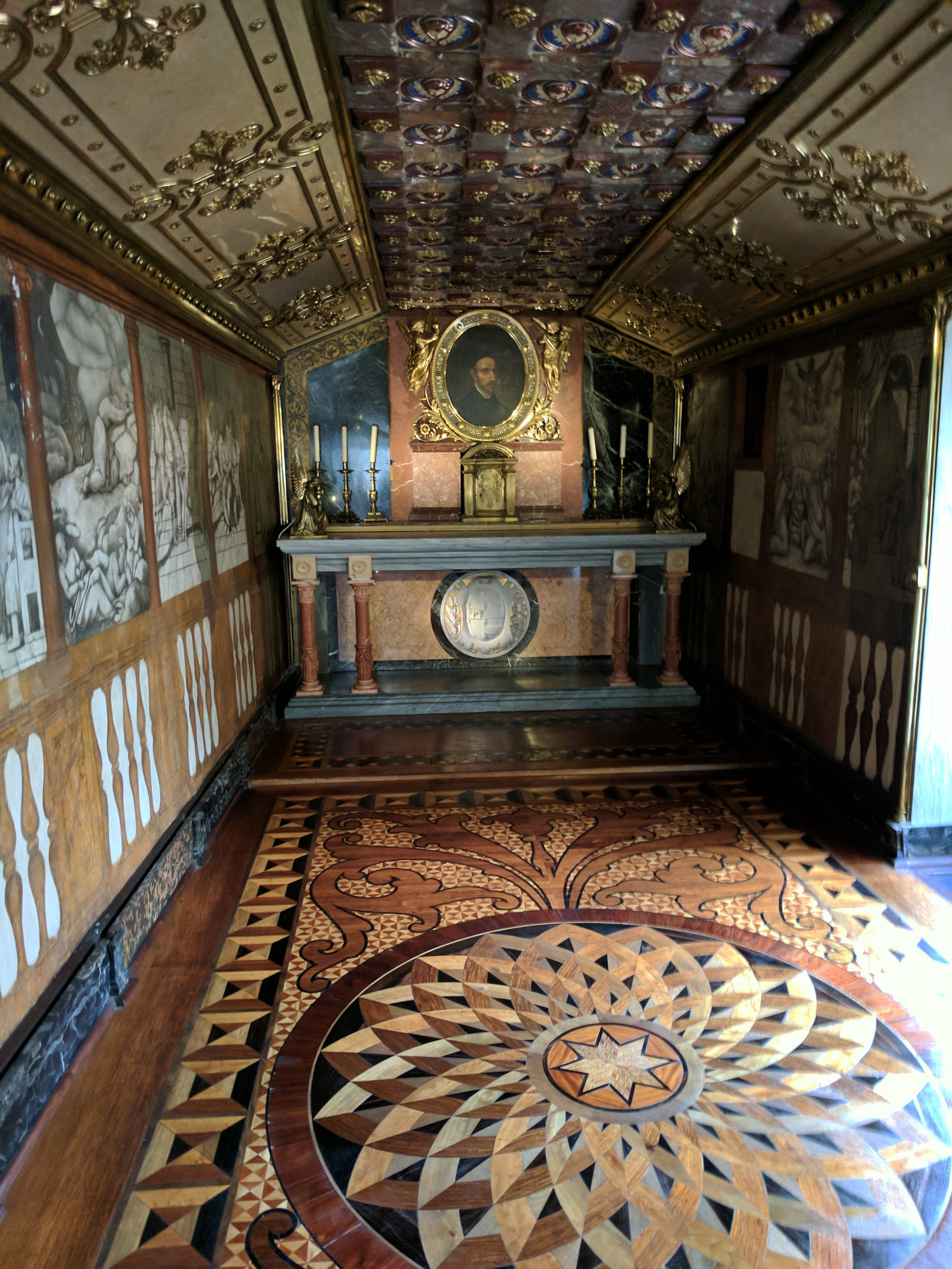 Inside Ducal Palace Chapel.jpg