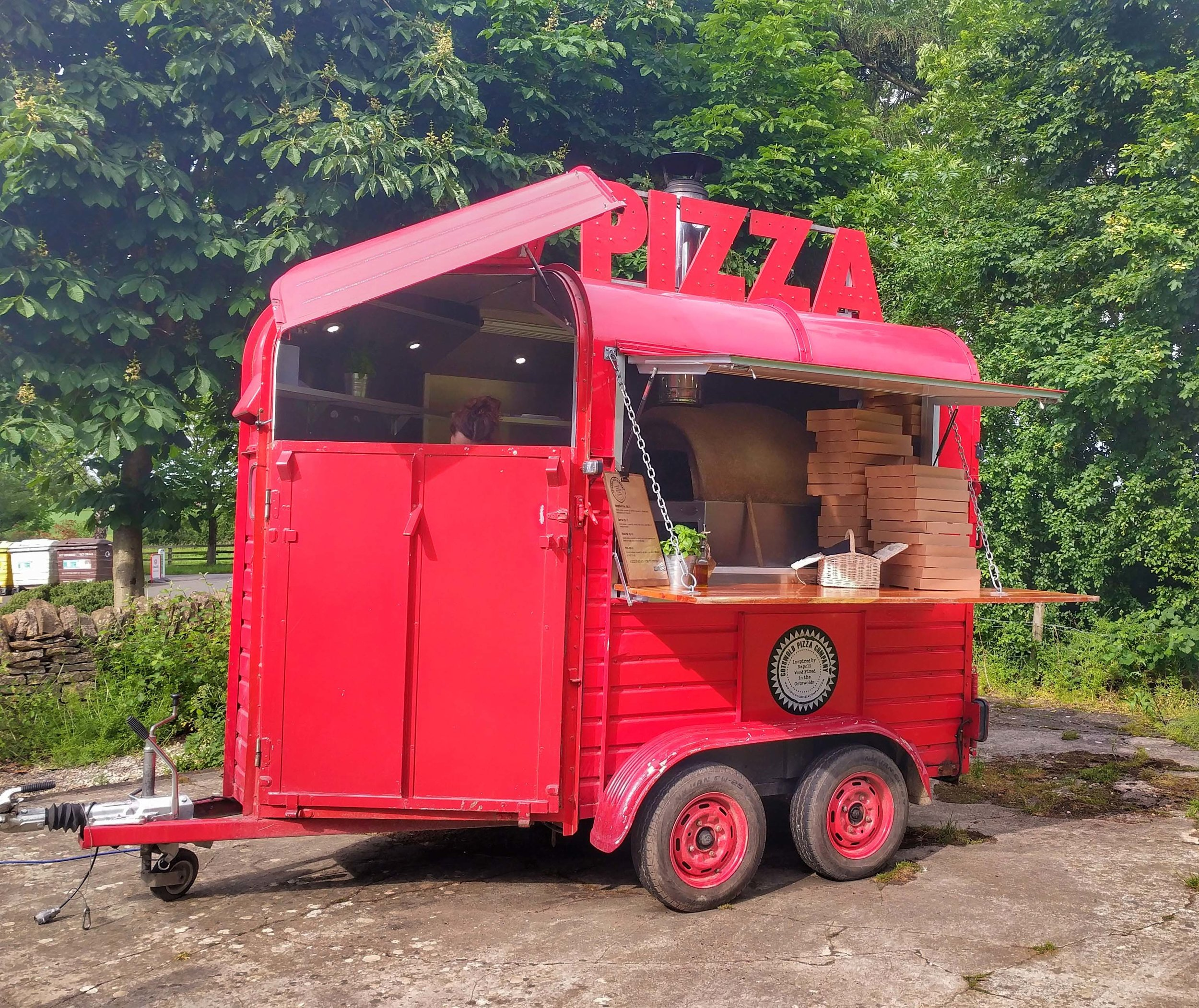 Food Truck selling delicious pizza at Chipping Norton Campsite