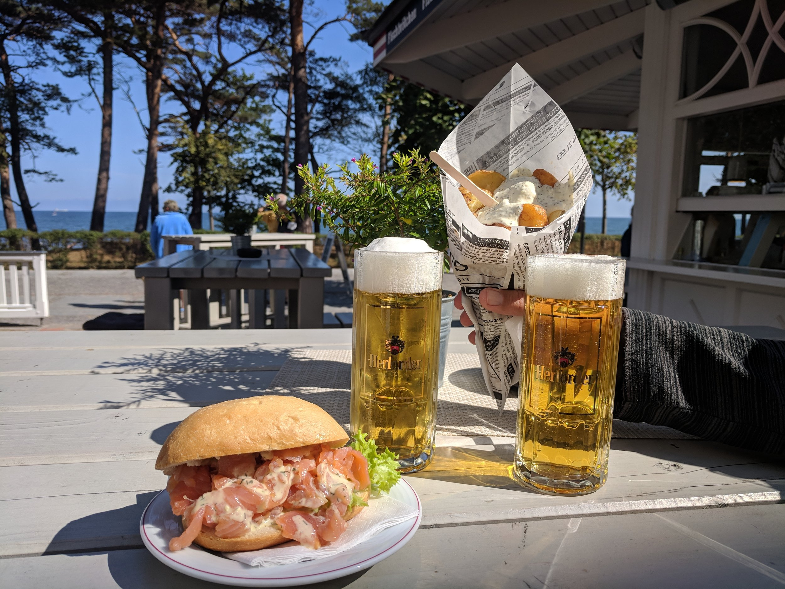 Fischbrötchen and fish & chips by the sea