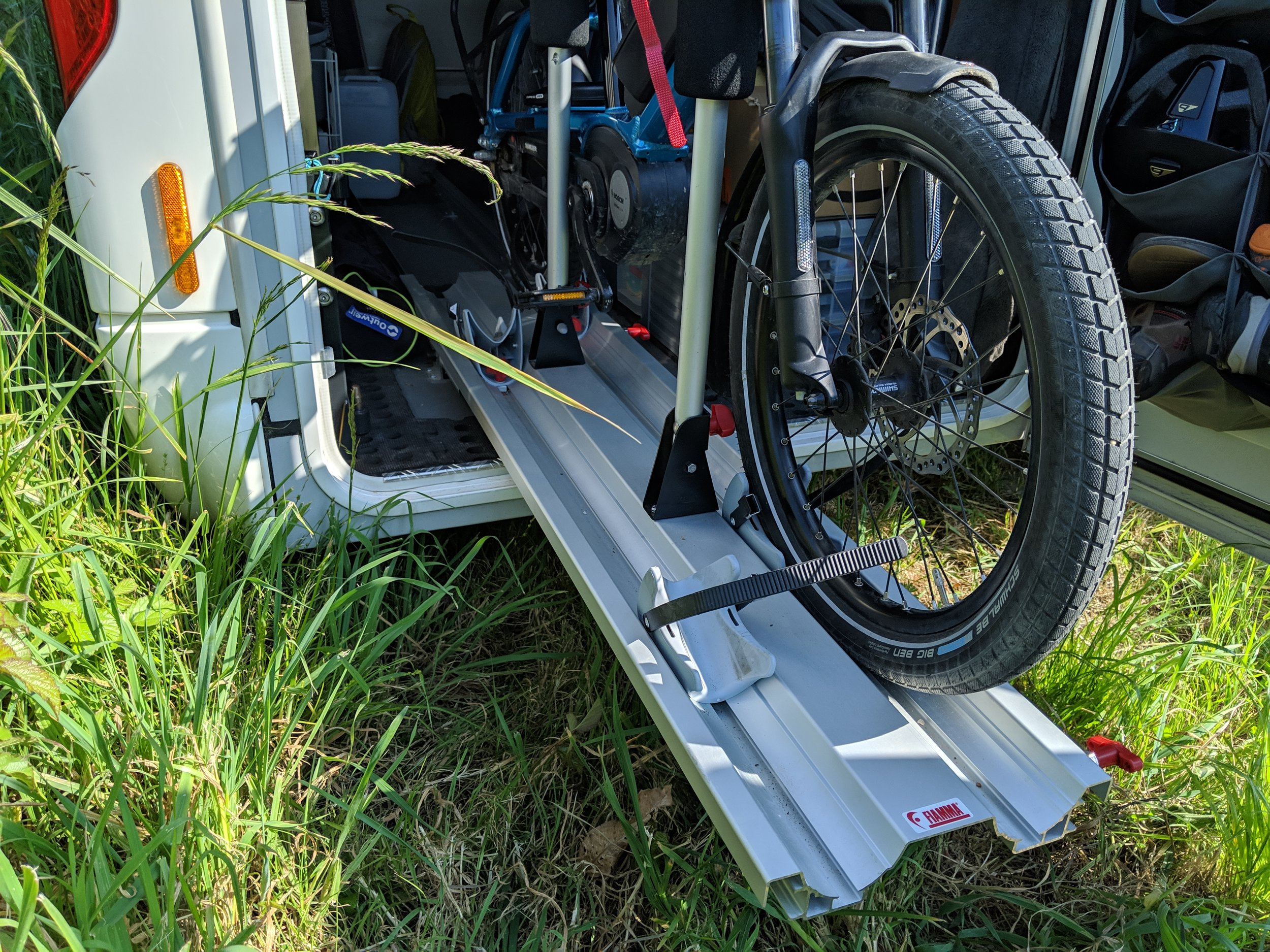 Back-saving bike rack