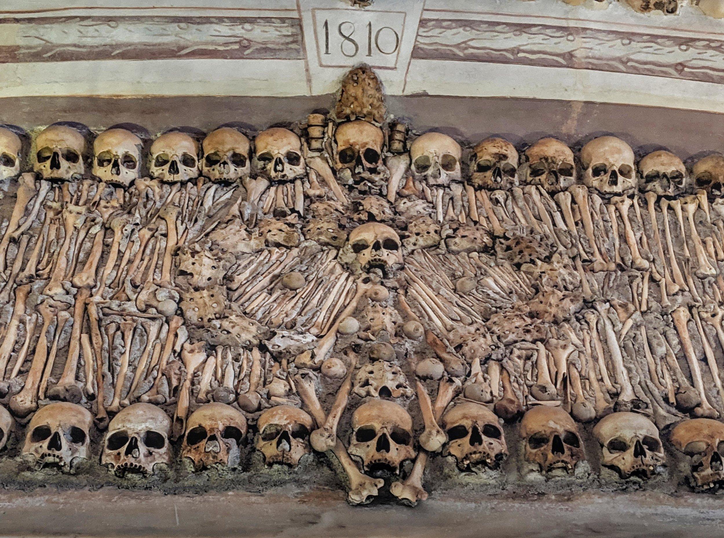 Capela de Ossos, Evora Portugal.jpg