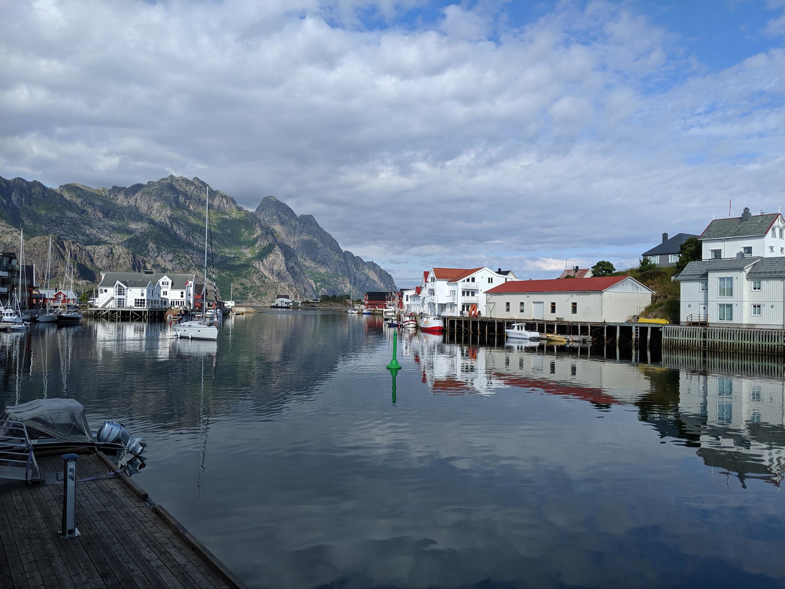 The pretty town of Henningsvær