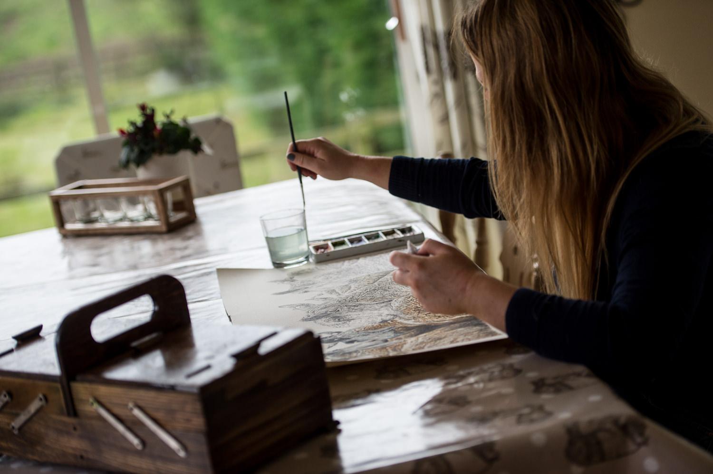 Kate Simpson Fine Artist working in her studio