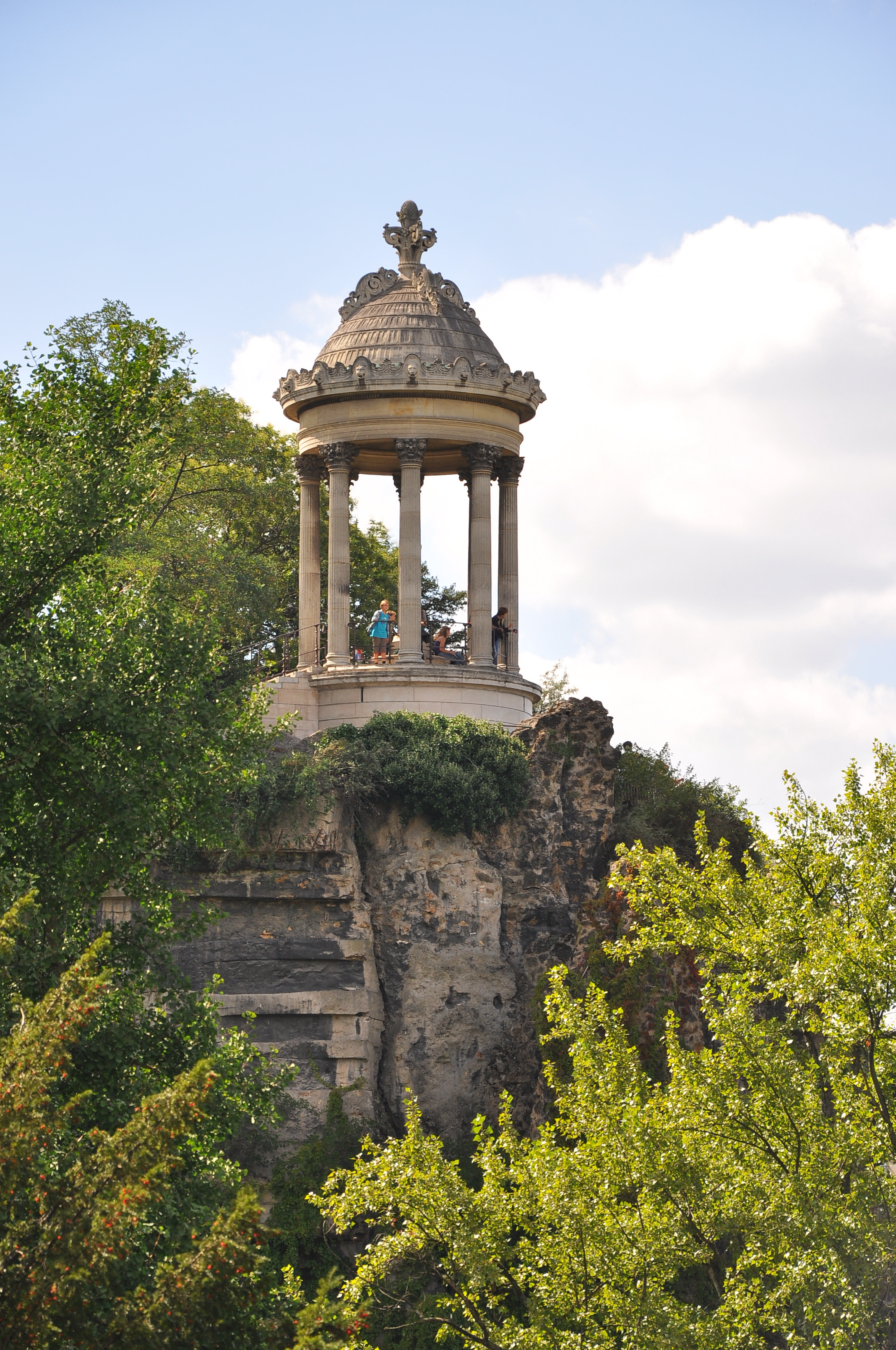 Temple_of_Sibylle_Buttes_Chaumont_Paris_19e.jpg