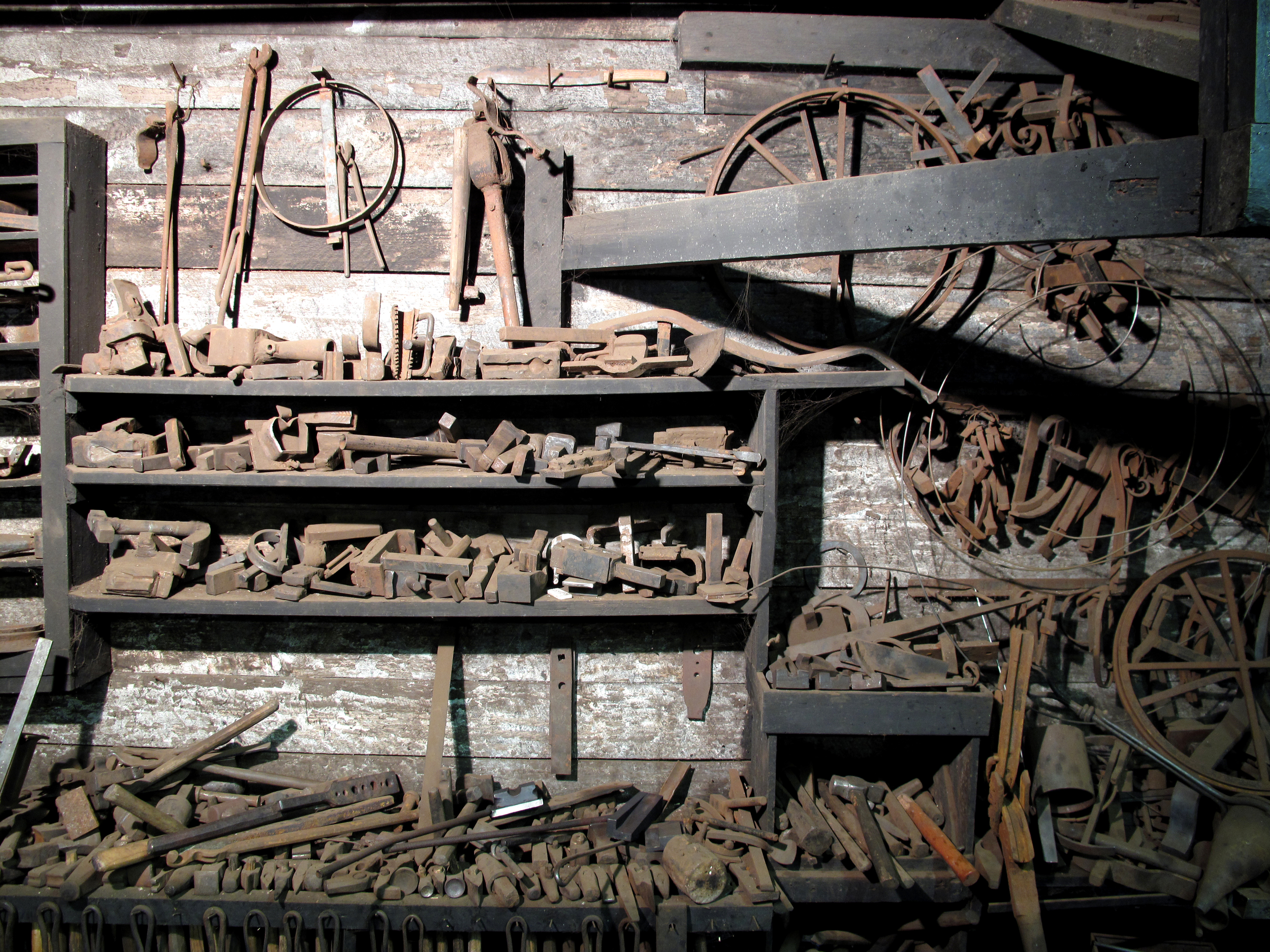 5_tools_at_a_artist_blacksmith_place.JPG