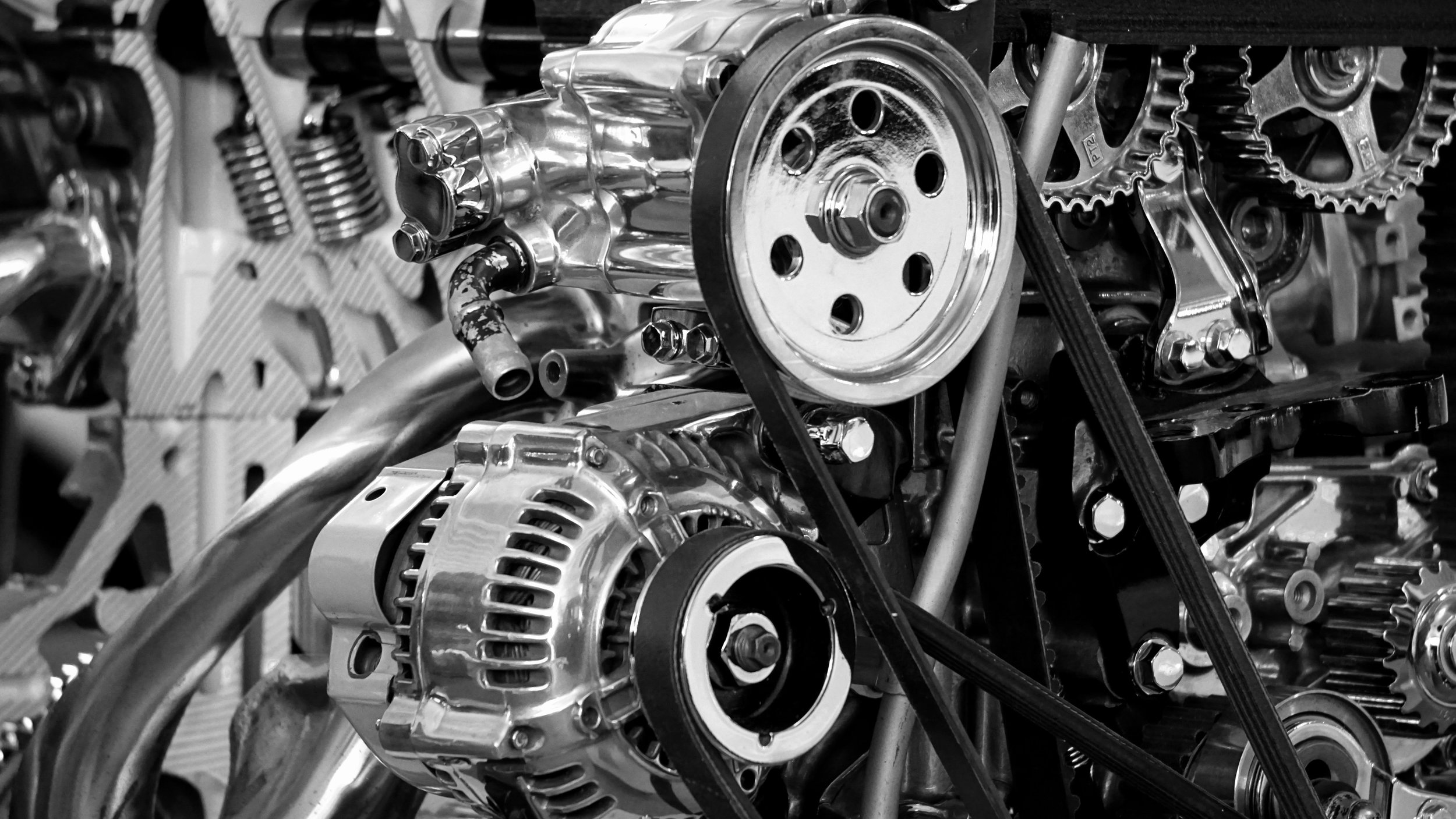 black-and-white-car-engine-chrome-190574.jpg