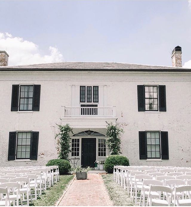 Now accepting 2020 bookings 📸: @oawweddings 🌿: @zacharybradyweddings ⚙️: @every.single.detail.ky