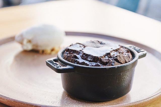 Não que a gente precise de uma, mas o frio é uma desculpa perfeita para provar o nosso coulant de chocolate belga ♡ Bom fim de semana!