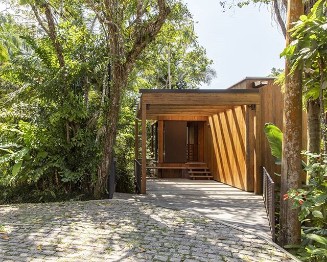 Casa Iporanga, 2019  arquitetura @danielfromer interiores @jubortolotto #woodhouse #brazilianarchitecture @carpinteriaestruturas @laerengenharia