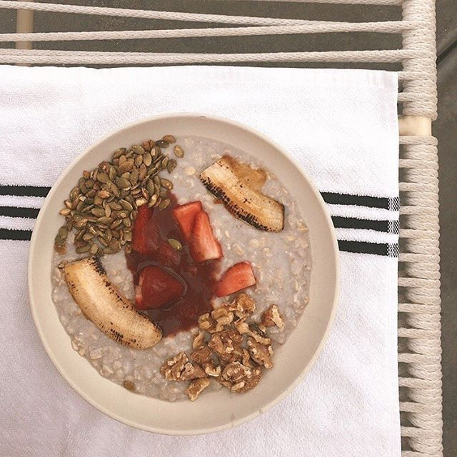 Overnight oats soaked in coconut milk with @flowersandgarbage