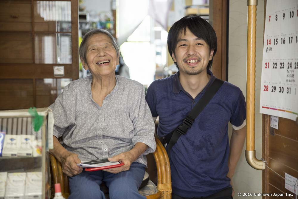 オーナーの今林和子さんと受付で撮影
