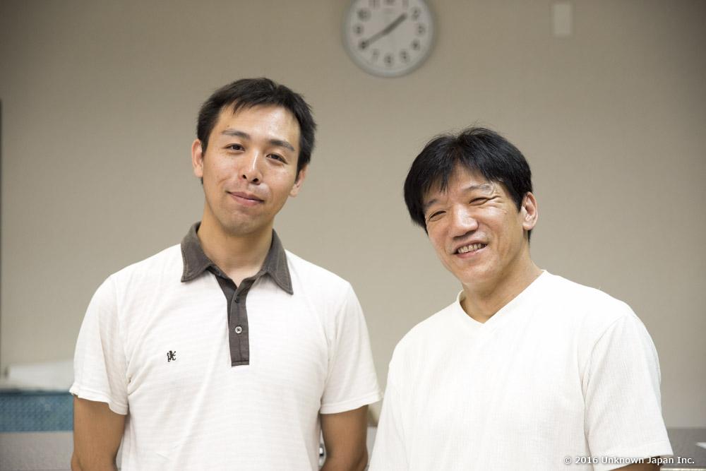 支配人の太田泰則さんとフロント前で撮影