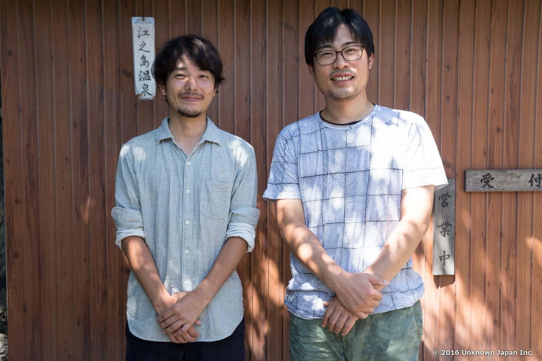 オーナーの池田栄介さんと受付のある建物前で撮影