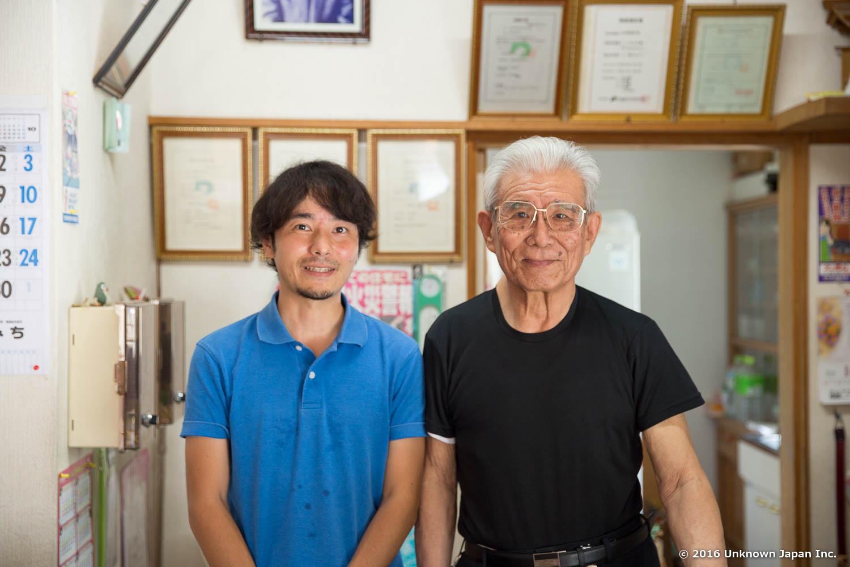 オーナーの篠原惟昭さんと受付で撮影