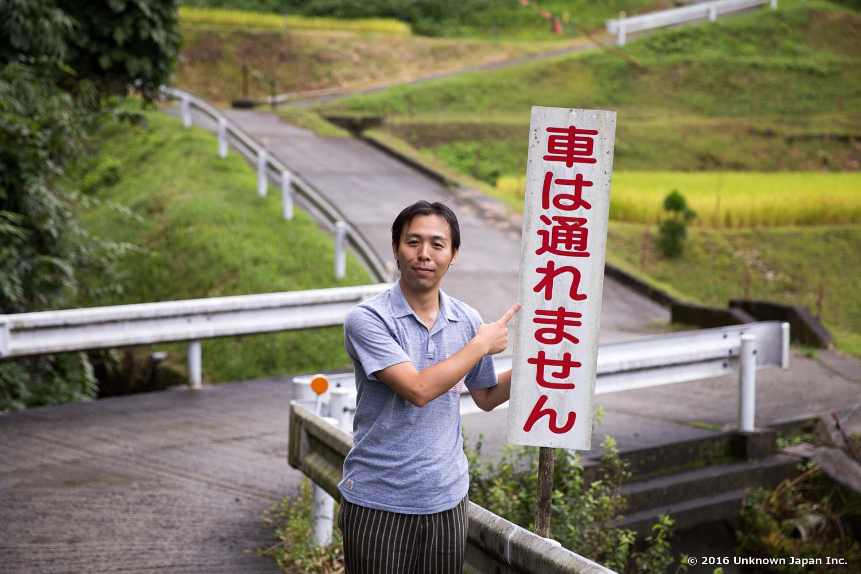 寺尾野温泉の入り口はこの看板が目印です!