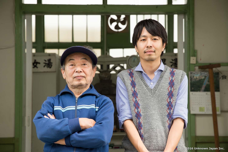 組合長の岩崎敏臣さんと大和温泉入口で撮影