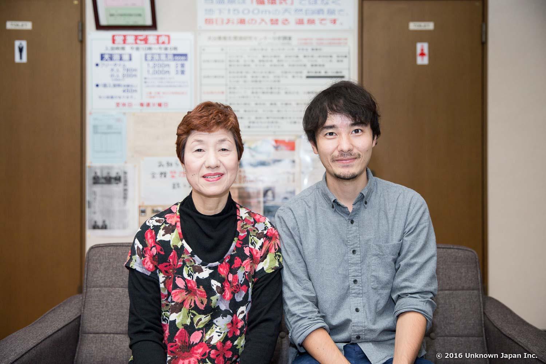 オーナーの大山正子さんと休憩スペースで撮影