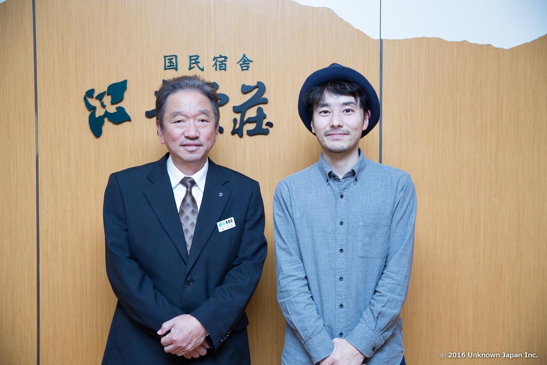 取締役総支配人の森保啓さんと玄関で撮影
