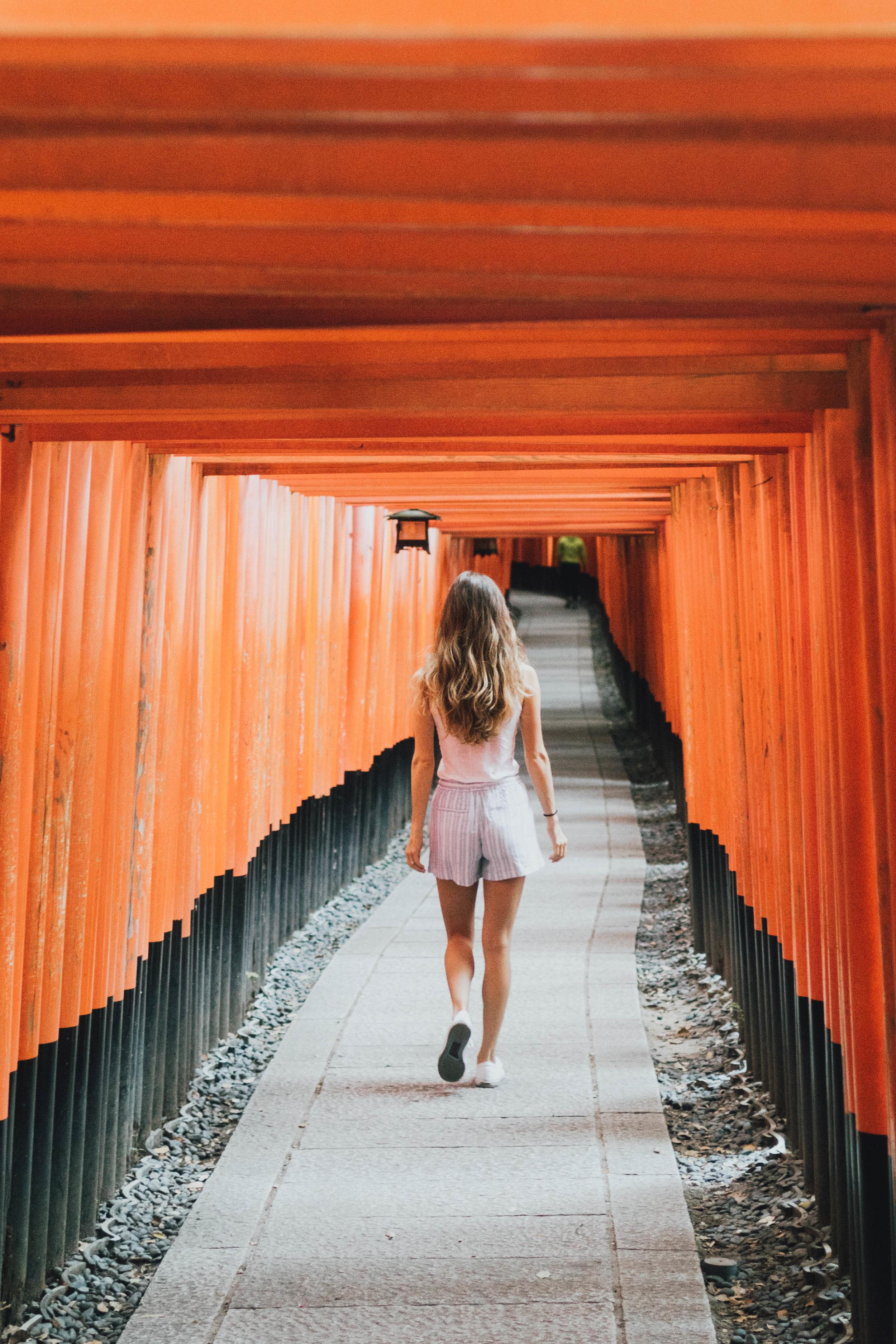 fushimi-inari-shrine-photos-by-samantha-look.jpg