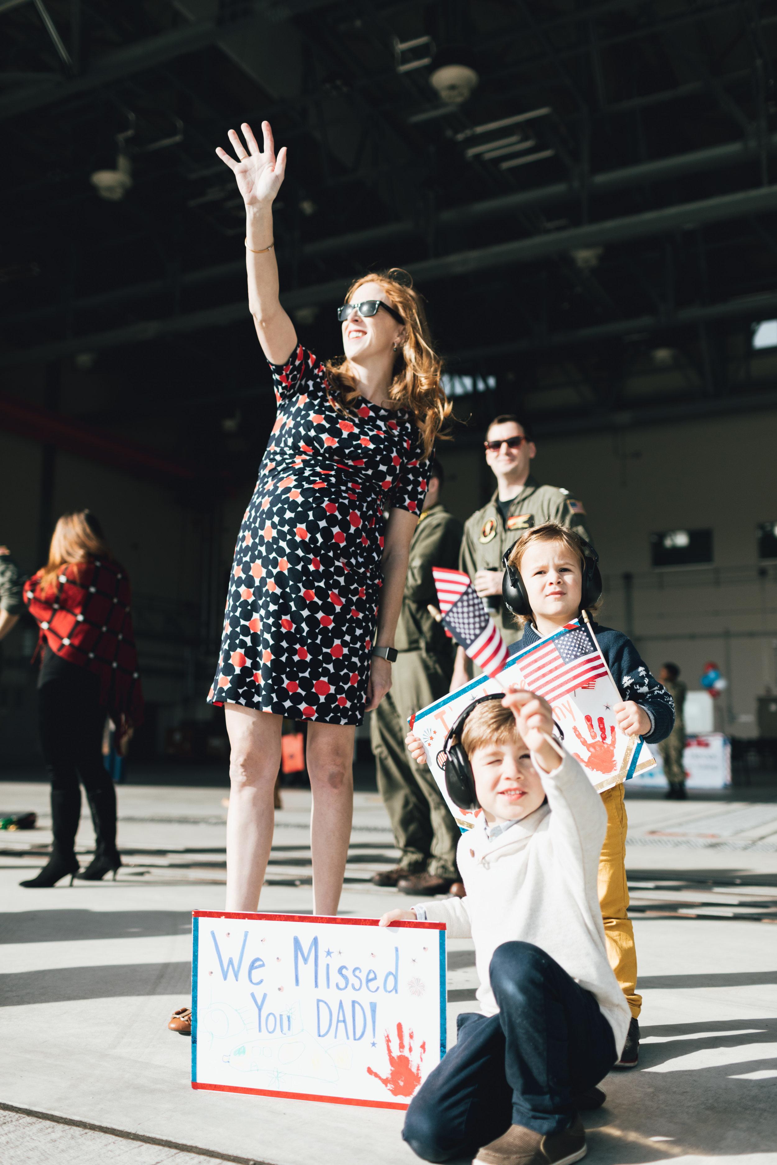 military-homecoming-signs-photos-by-samantha-look.jpg