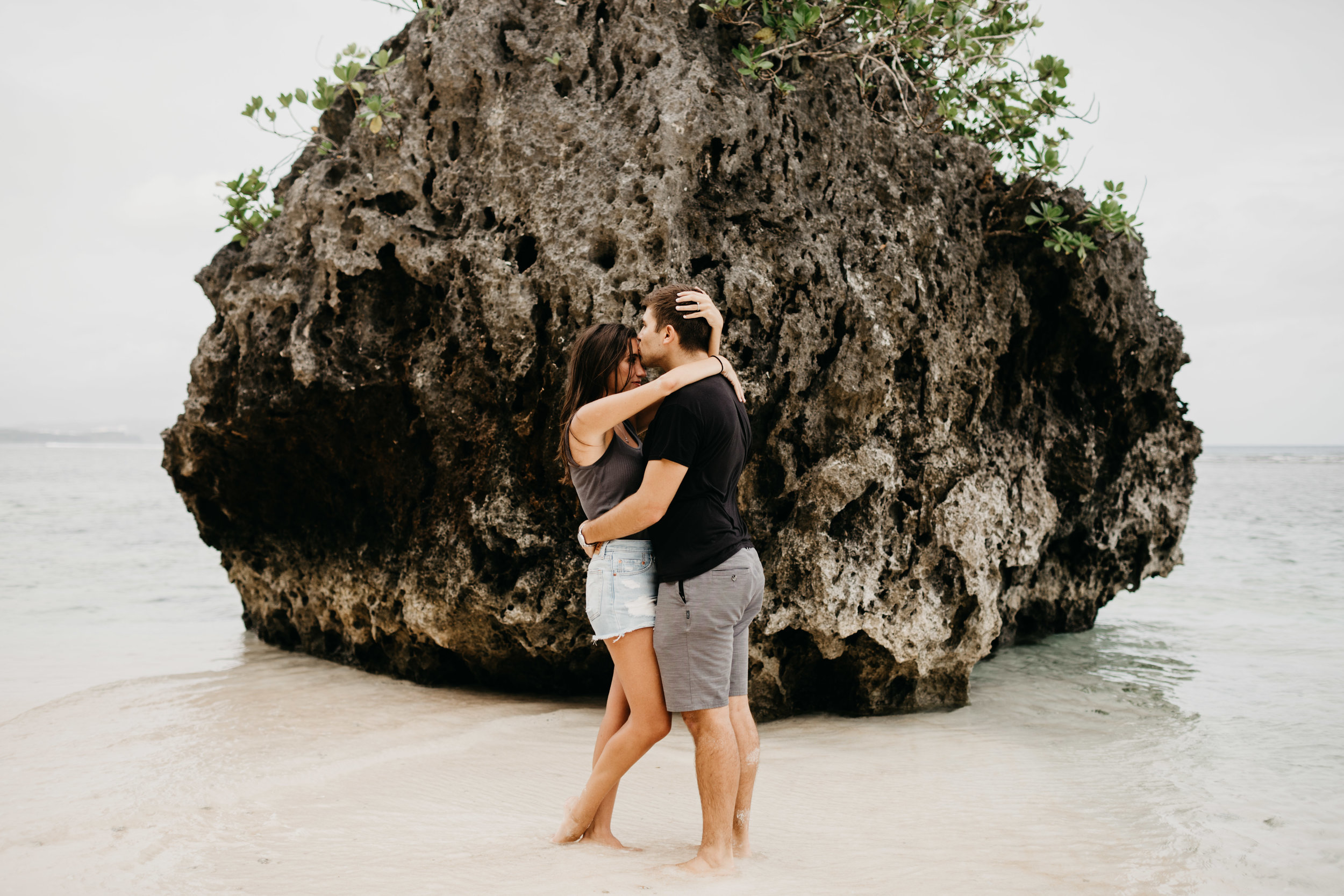 guam-beachy-adventurous-couples-photo-by-samantha-look.jpg