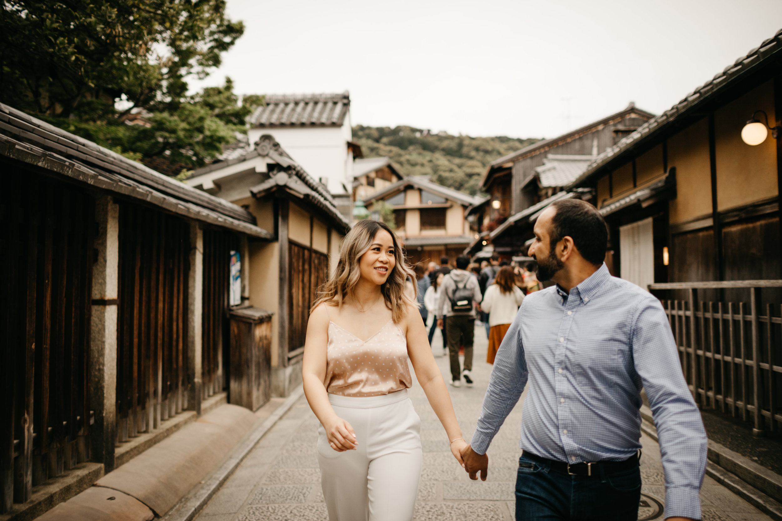 romantic_couples_session_Kyoto_photo_by_samantha_look.jpg