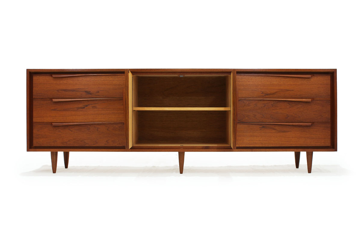 Mid-Century Modern Teak Wood Credenza / Sideboard with lots of storage inside 6 drawers and 2 doors and 6 tapered legs