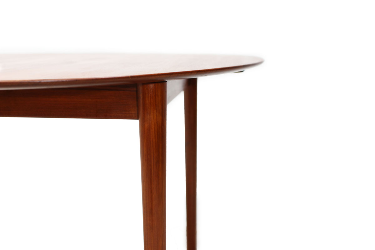 Round / Oval Extendable Teak wood Dining Table Designed by Borge Morgensen Denmark Designer