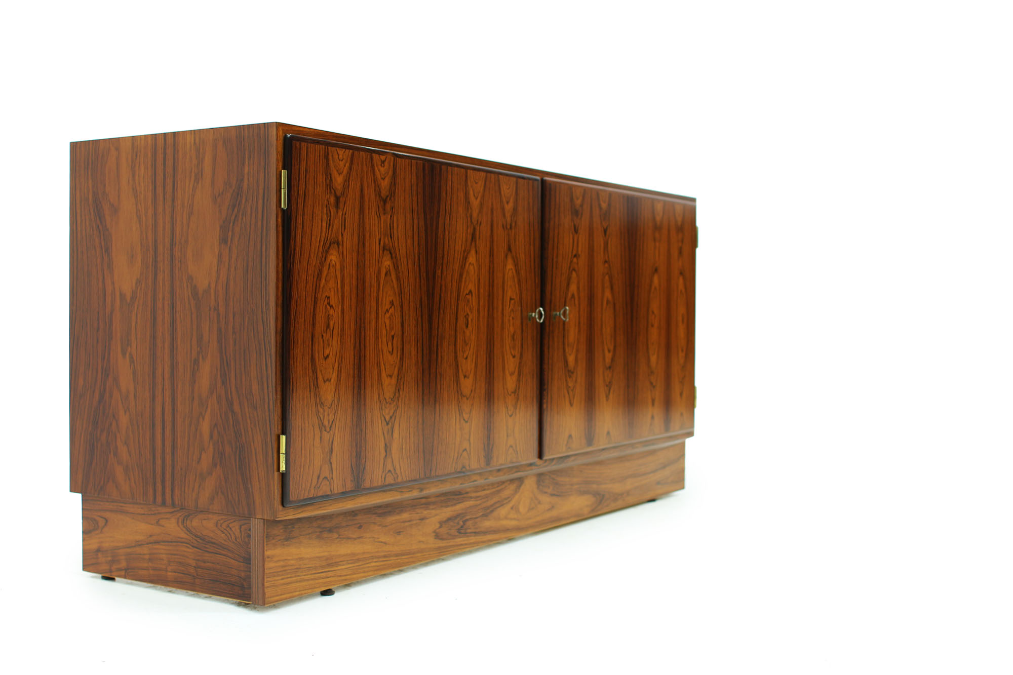 Danish Poul Hundevad cabinet with pull out drawer original keys in Rosewood (5).jpg