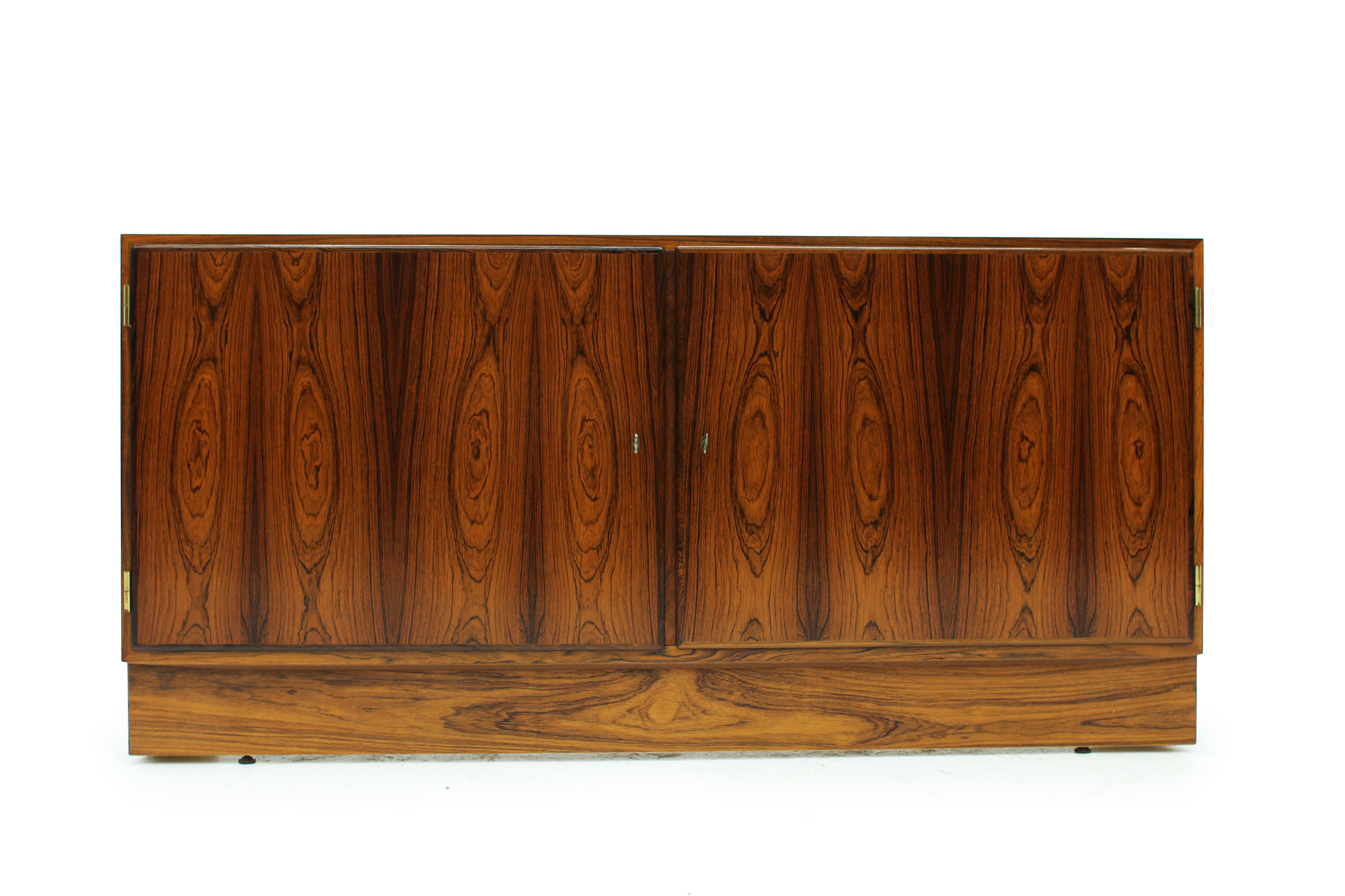 Danish Poul Hundevad cabinet with pull out drawer original keys in Rosewood (7).jpg