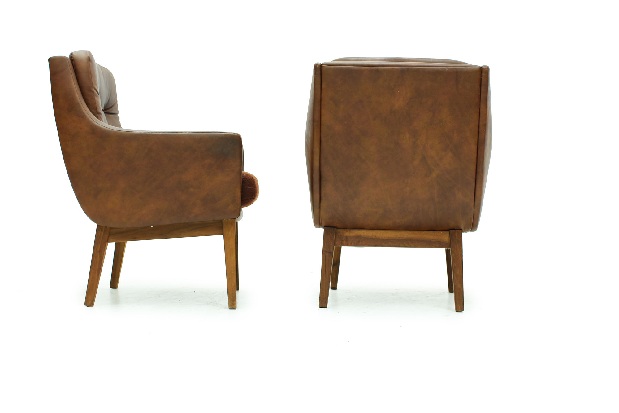 Set of tufted lounge chairs with original brown leatherette from the 60s (3).jpg
