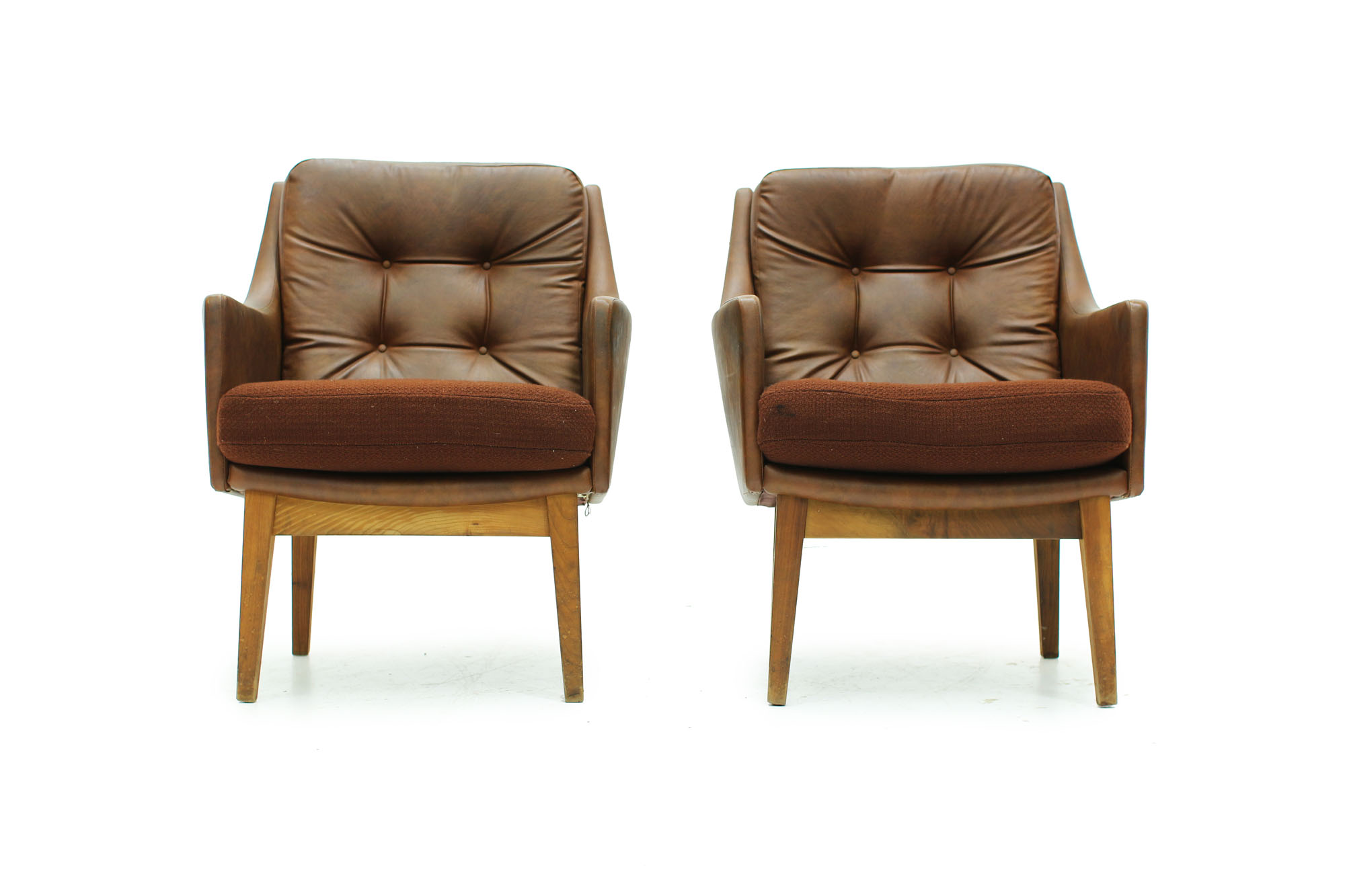 Set of tufted lounge chairs with original brown leatherette from the 60s (4).jpg