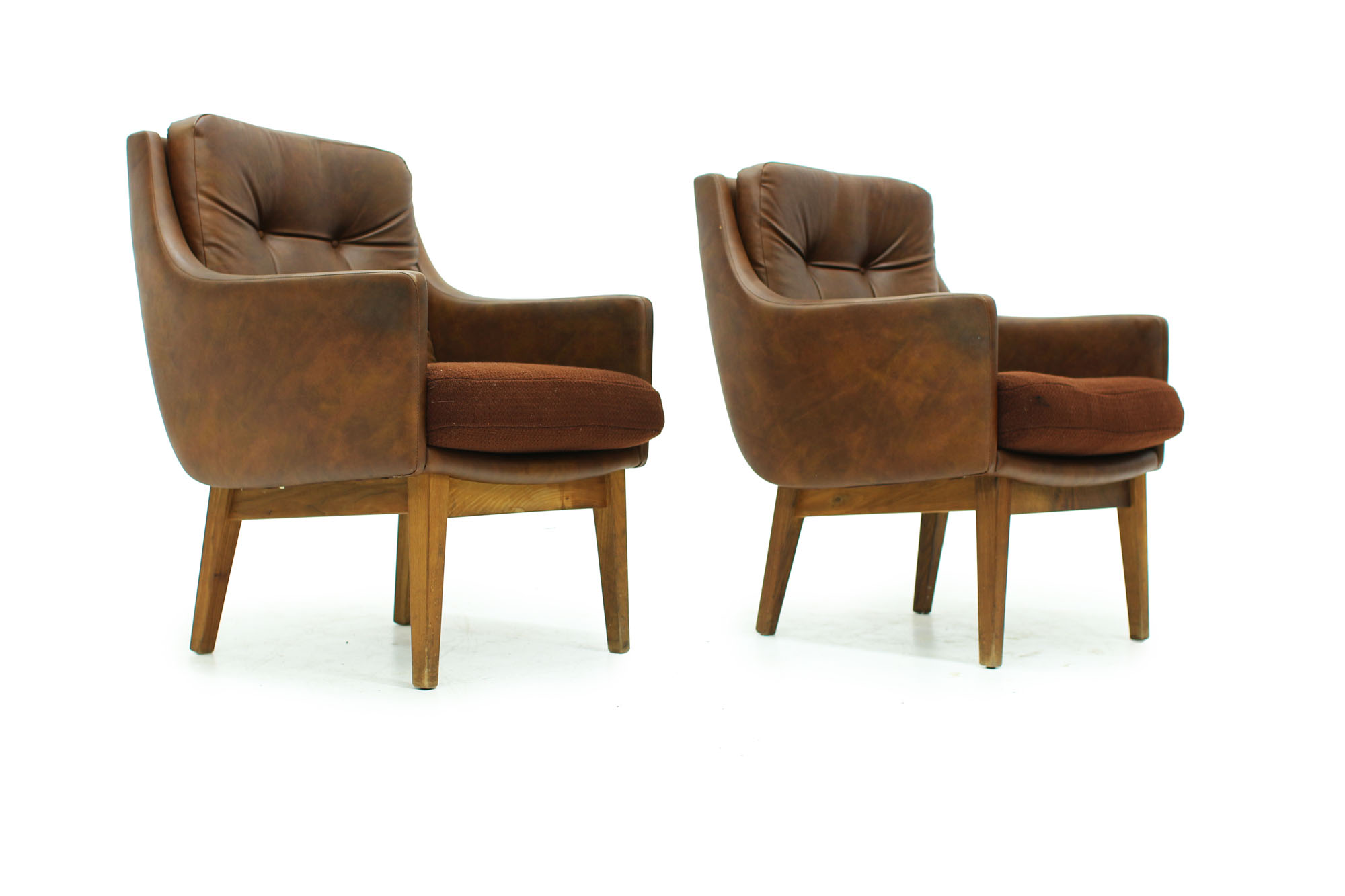 Set of tufted lounge chairs with original brown leatherette from the 60s (5).jpg