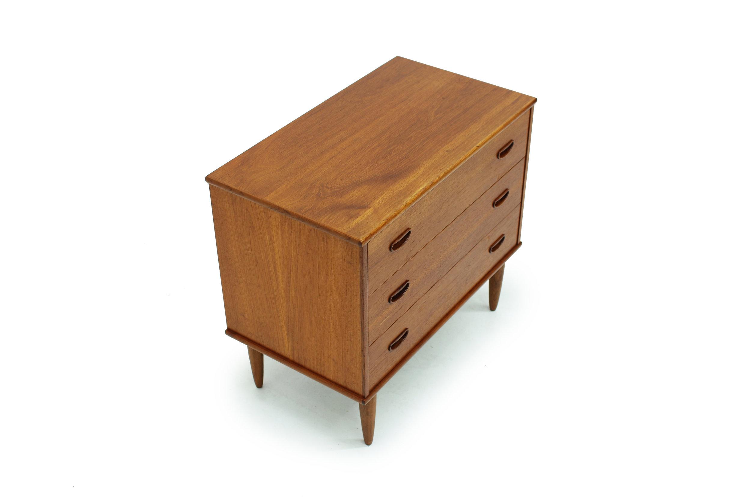 Vintage Three Drawer Bedside Dresser (2).jpg
