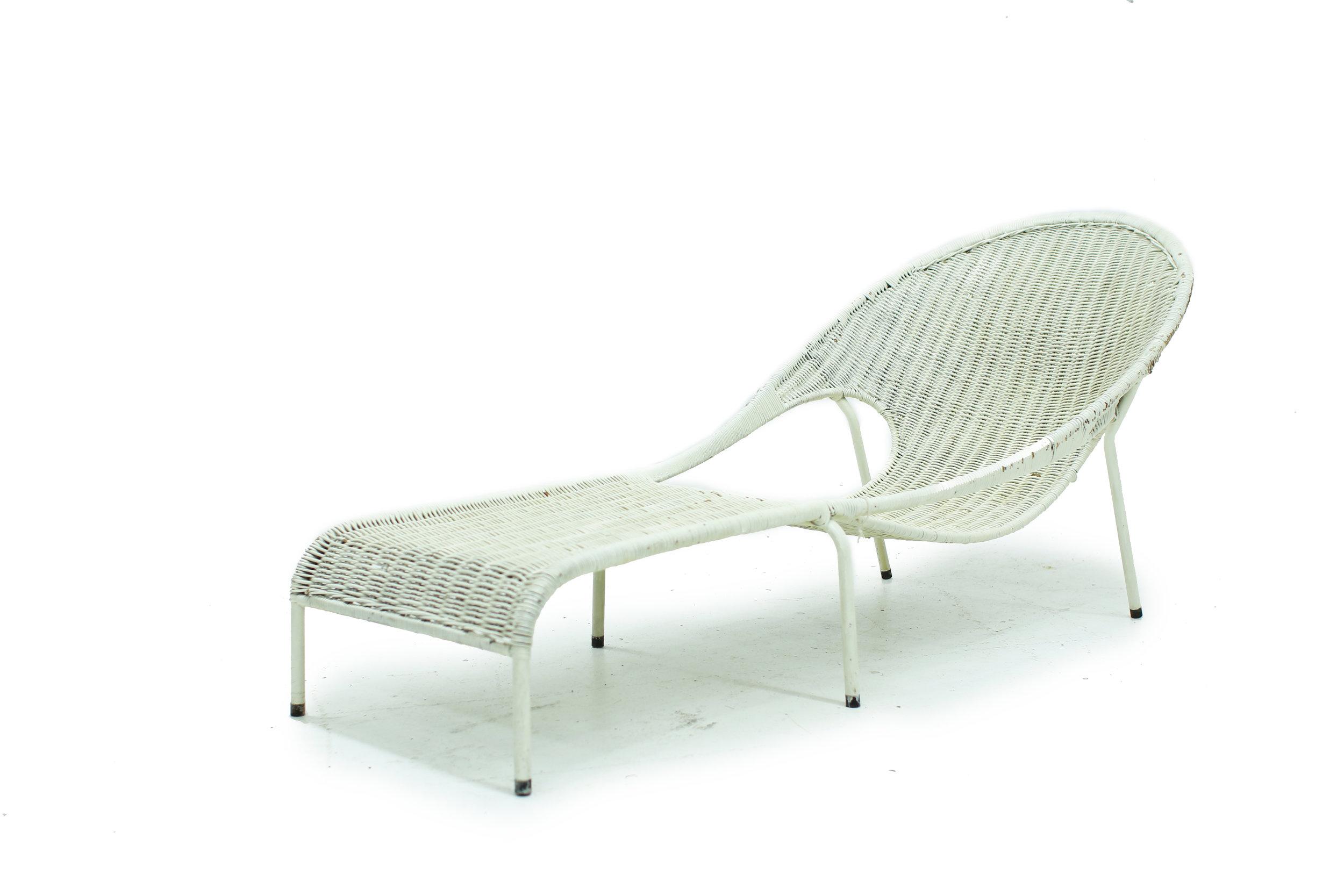 Vintage White Wicker Lounge Chair (1).jpg