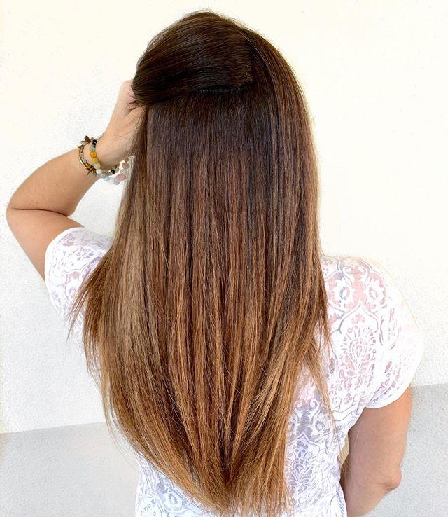 Where da hair extensions 👀 ⠀ #khandtiedextensions @kimjettehair ⠀ .⠀ .⠀ . . #kimjettehair #colormelt #foilayage #beadedwefts #handtiedextensionsorlando #orlandohairextensions #hairextensionorlando #wefthairextensions #winterparkhairextensions #orlando #centralflorida #sewinextensions #wefthairextensions #winterparkstylist #orlandohair #rosegoldblonde #stellalucaextensions #btc #modernsalon #behindthechair #americansalon