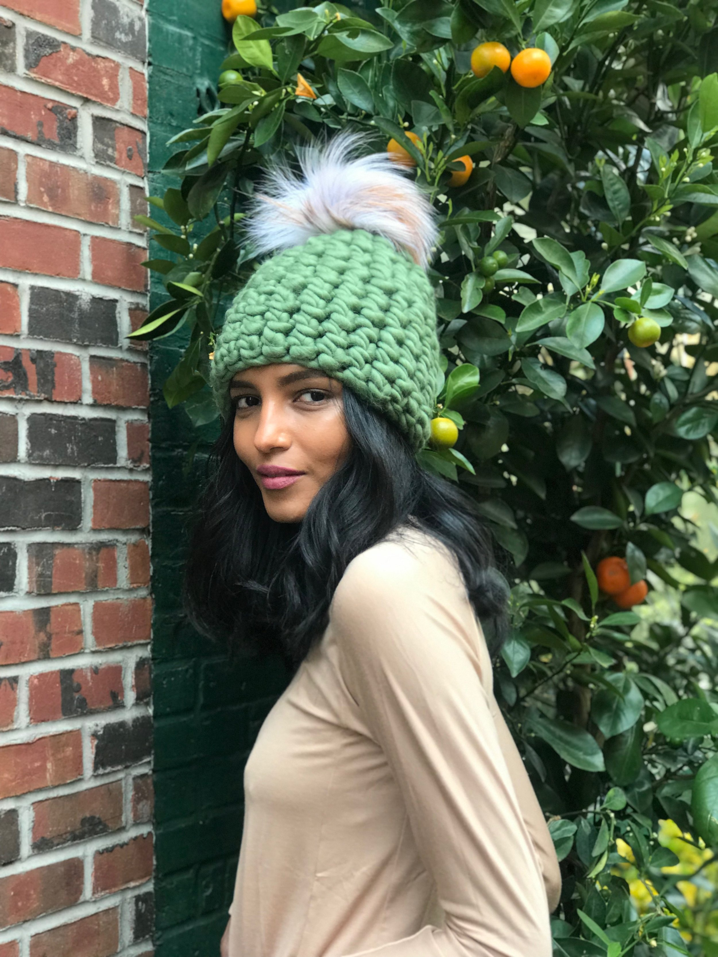 shaanti is wearing  the ivy beanie pomster with arctic tan pom