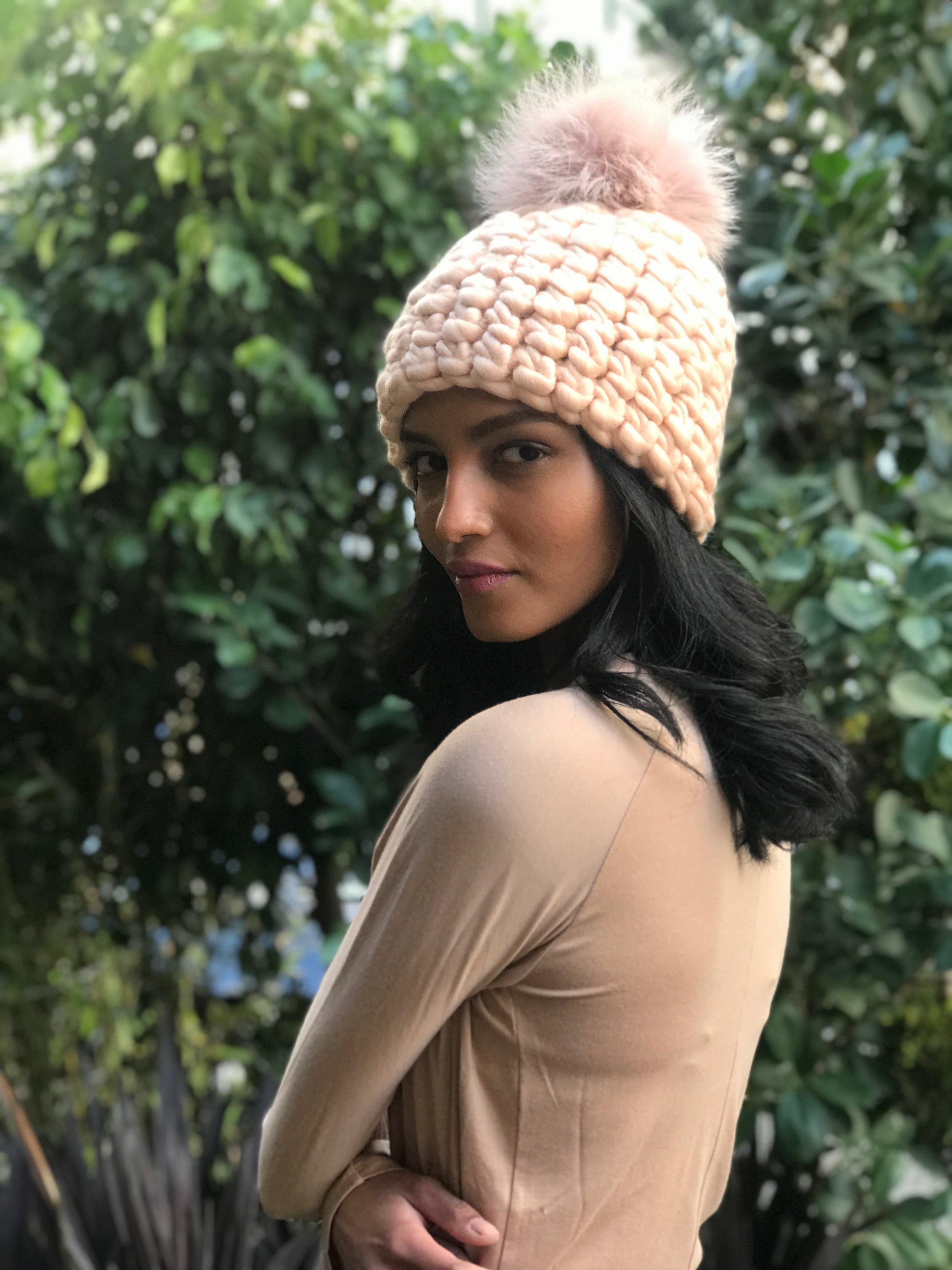 shaanti is wearing  the vanilla beanie pomster with arctic pink pom
