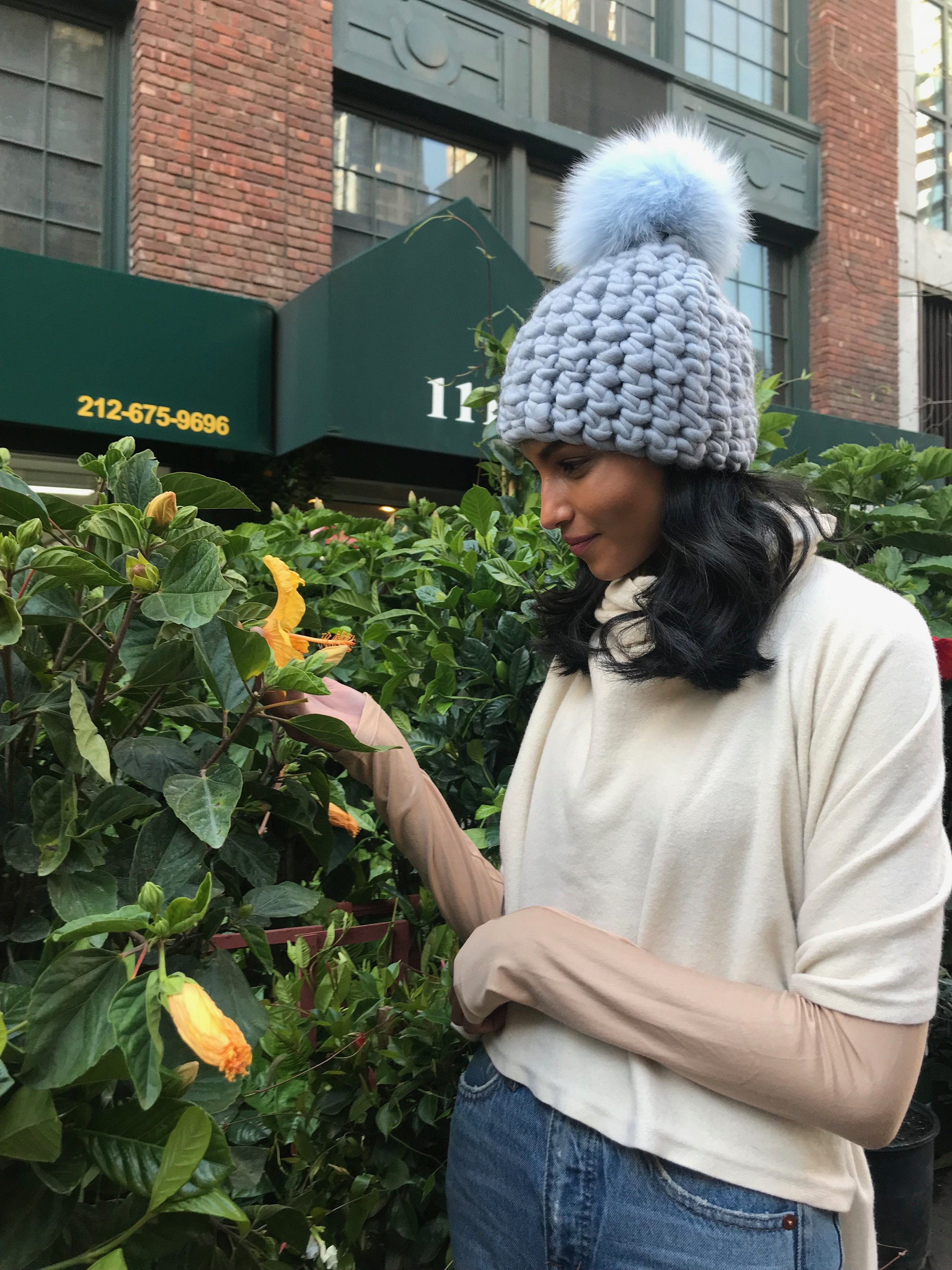 shaanti is wearing  the glacier beanie pomster with baby blue pom