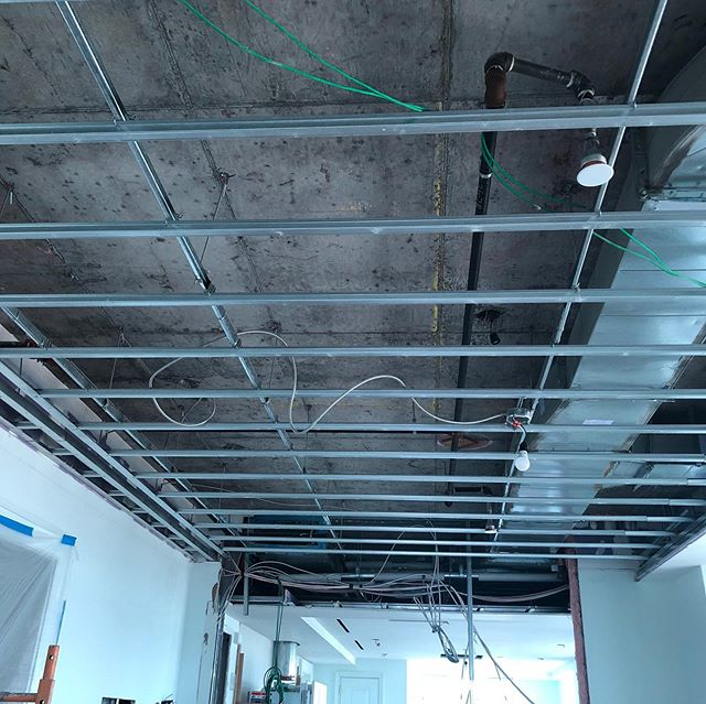 Just a bit of news to share: today we confirmed a major commission of a permanent fiber optic ceiling installation in a collector's home in Manhattan. 1️⃣ The ceiling that will be completely transformed; 2️⃣ @vinsonvalega looking up studying the site; 3️⃣ The view that my work will be facing everyday. Many thanks to all who is involved in this project, my team who will start with me on Monday, and the studio to make this work: amazing timing. Completion will be by this September. By the way, in an effort to be transparent, no gallery was involved in this which is usual for my projects. Thanks for allowing me to share this news with you all! 🙏🏼