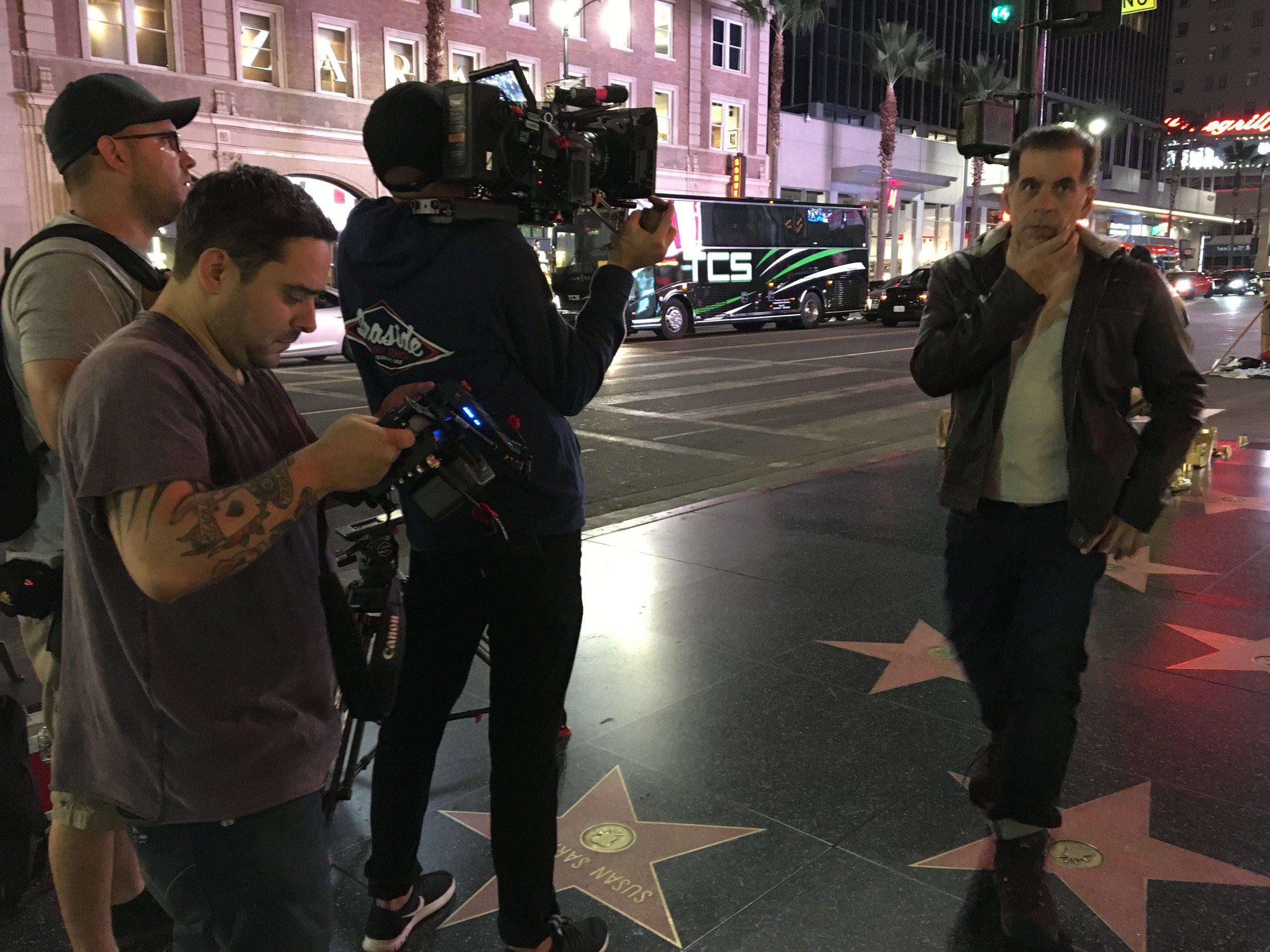 Diretor André Moraes e ator Leandro Hassum durante filmagem em Los Angeles