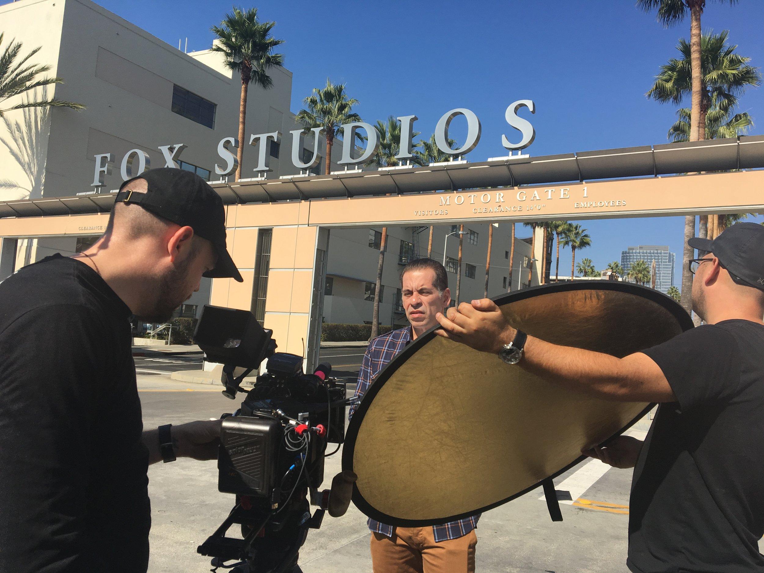 Leandro Hassum em produção no estúdio da FOX em Los Angeles