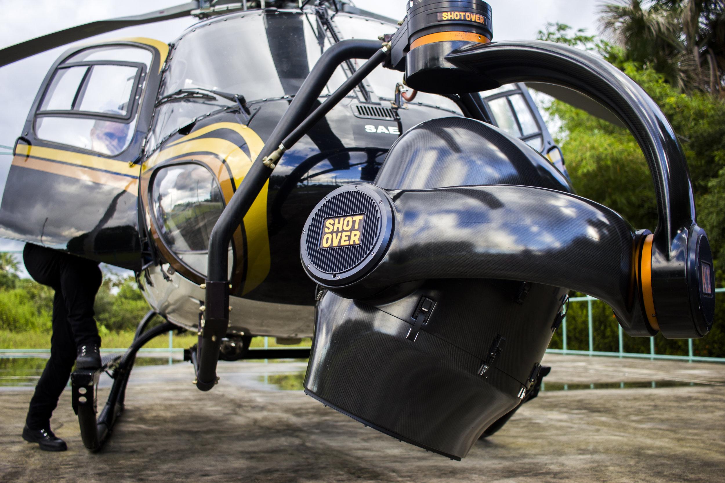 Detalhe da câmera acoplada ao helicóptero utilizado na filmagem.jpg