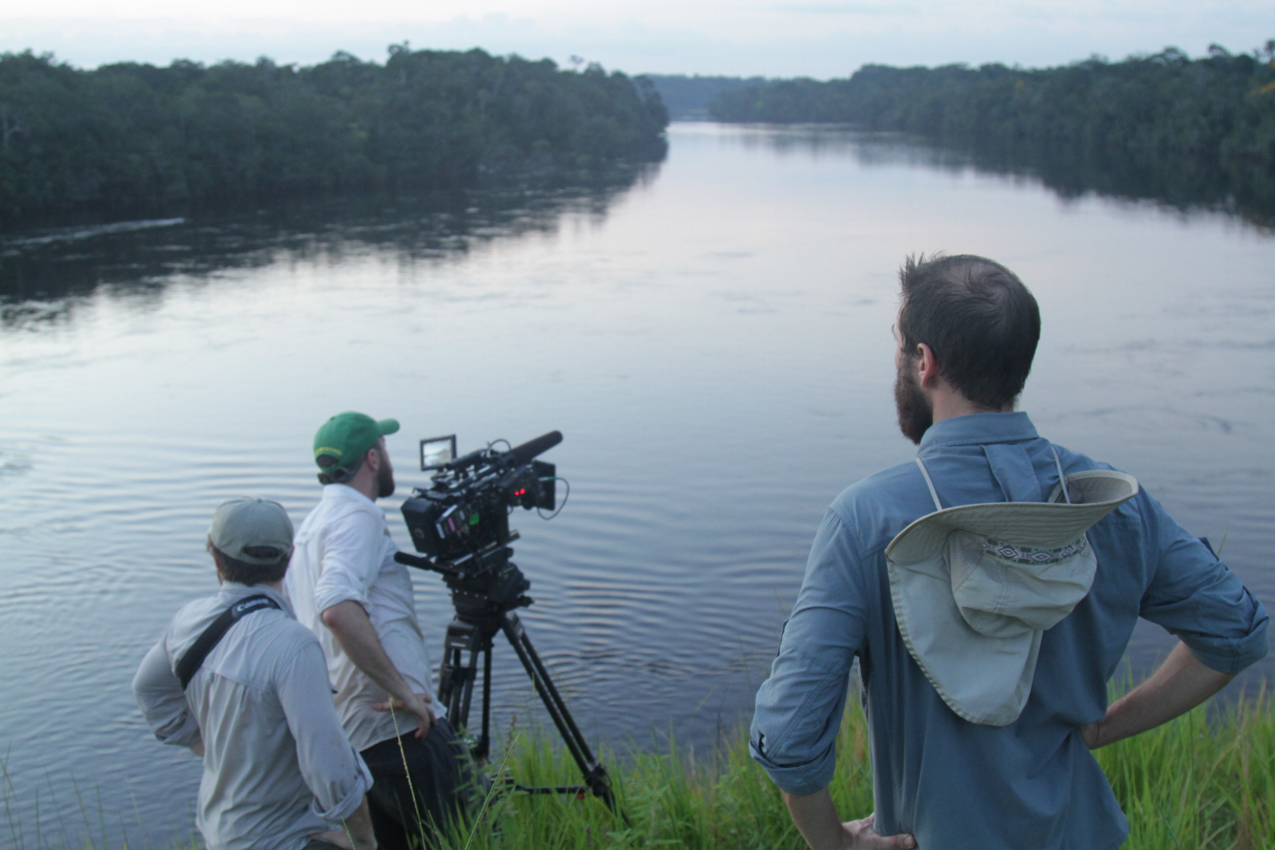 The crew in Tunuí taking a shot of the Içana river